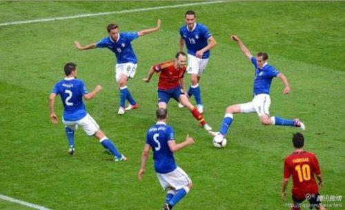 Iniesta-contra-Italia-e1339431146764